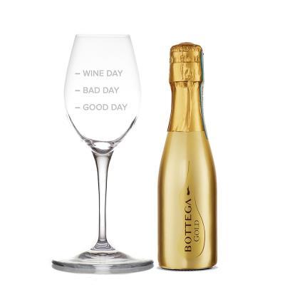 Engraved Wine Glass & Bottega Gold Gift Set