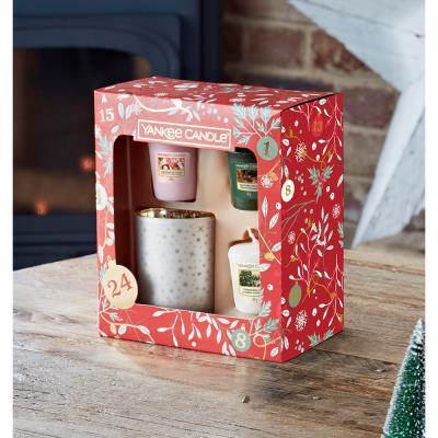Yankee Candle Christmas Votive Candles & Holder Gift Set