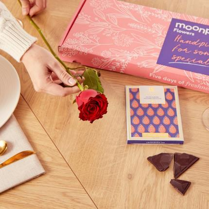 Flowers - The Letterbox Single Red Rose Gift Set - Image 3