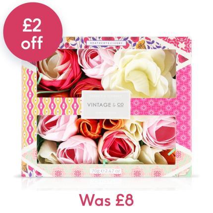 Beauty - Vintage & Co Fabric & Flowers Bath flowers - Image 1