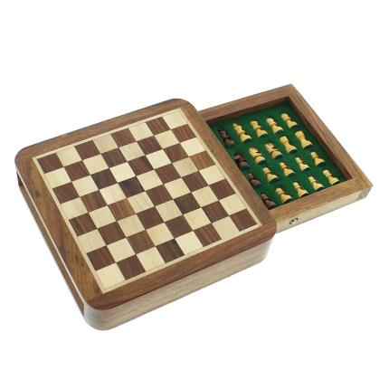 Gadgets & Novelties - Magnetic Chess Board - Image 1