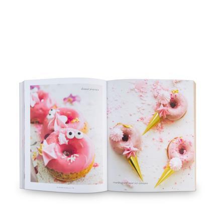 Gadgets & Novelties - I'm Just Here For Dessert Baking Cookbook - Image 3